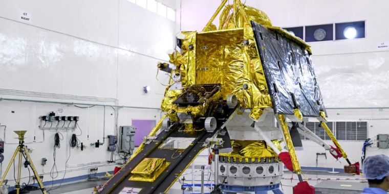 India lost interaction with its lander simply above the surface area [Updated]