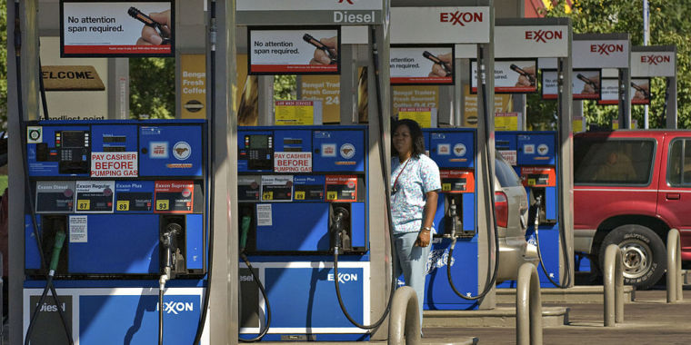 The battle over fuel economy guidelines is getting untidy