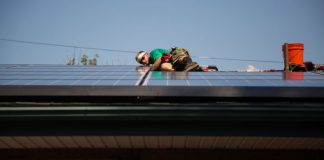 SolarCity was bancrupt when Tesla paid $2.6 billion to purchase it, lawsuit says