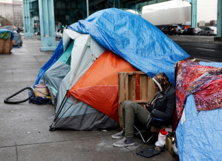San Francisco locals got death risks after establishing stones to obstruct homeless camping tents. Now the city is taking the rocks away.