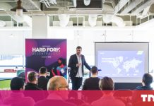 Talk about blockchain's influence on fintech and service at Difficult Fork Top