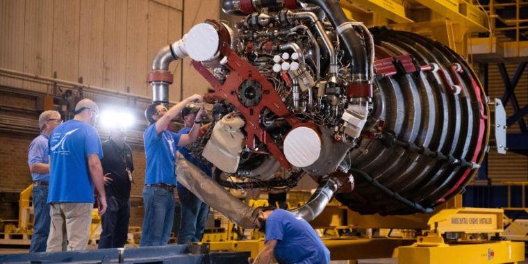 "After a ""restorative action,"" Boeing back at work on SLS rocket core phase"