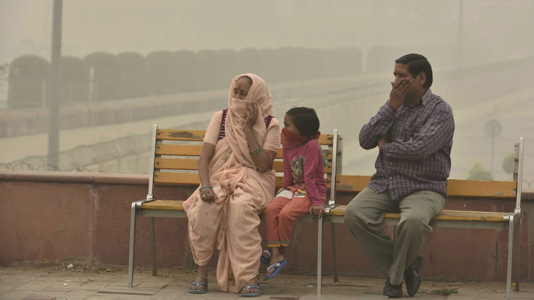 As Delhi Chokes On Smog, India's Health Minister Encourages: Consume More Carrots