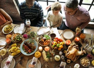 Let Your Kids Eat Nothing But Rolls on Thanksgiving