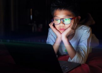 Teach Your Kids the Red Flags of Online Predators