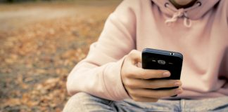 How to Know When Your Child Is Ready for a Smartphone