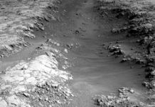 NASA Curiosity rover takes closer look at 'strange trough' on Mars