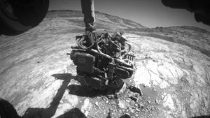 NASA's Curiosity rover suffers glitch on Mars, freezes up