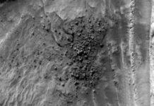NASA spots dramatic 'field of ice blocks' collapsing on Mars