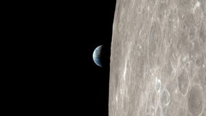 NASA's new Apollo 13 video puts you on a harrowing journey around the moon