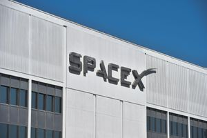 SpaceX reportedly quarantines employees after positive coronavirus tests
