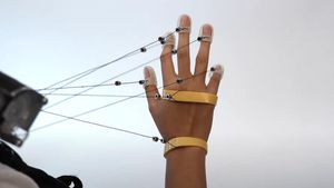 Wild VR gadget makes virtual objects feel solid at the touch of your hand