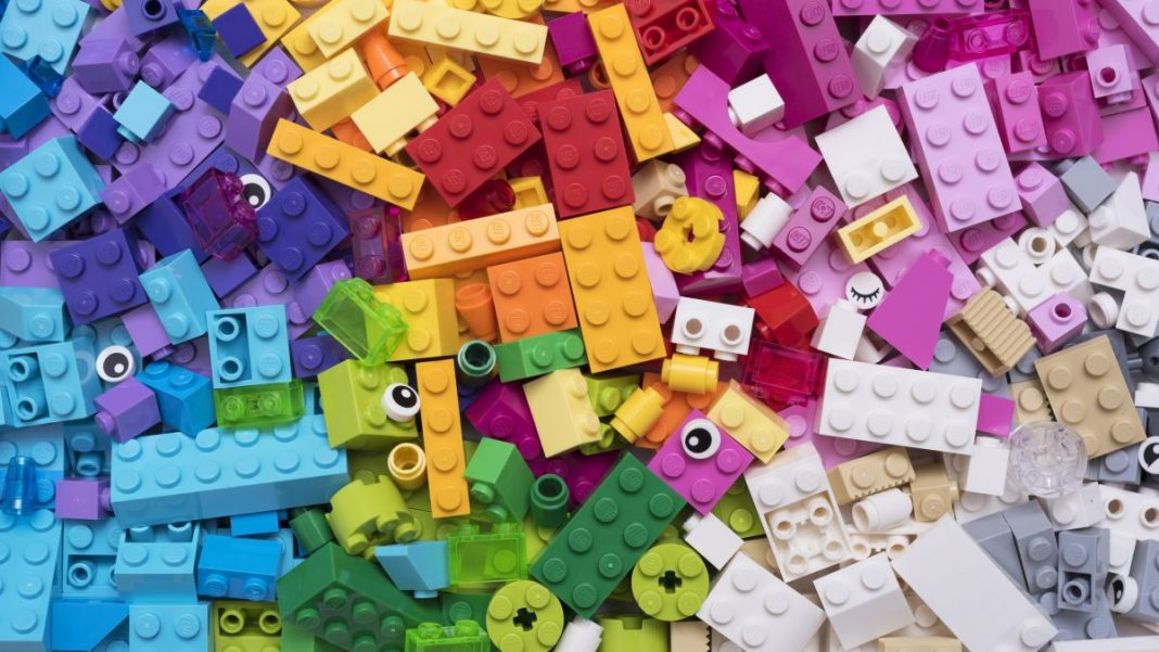 Try These Mini LEGO Challenges From Master Builders