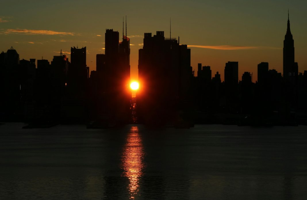A 'Memorial Day' Moon, A Spaceship And 'Manhattanhenge': What You Can See In The Night Sky This Week