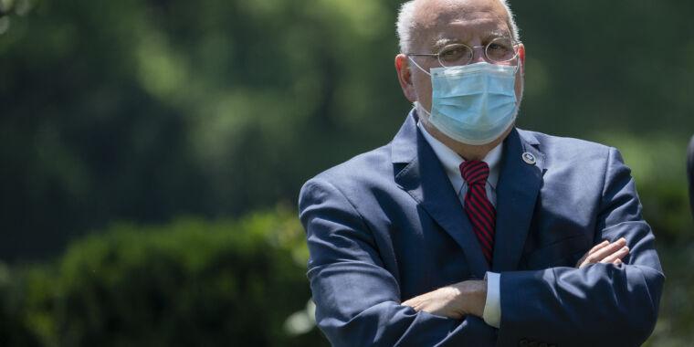 CDC says its testing fail didn't hurt US response. Experts disagree