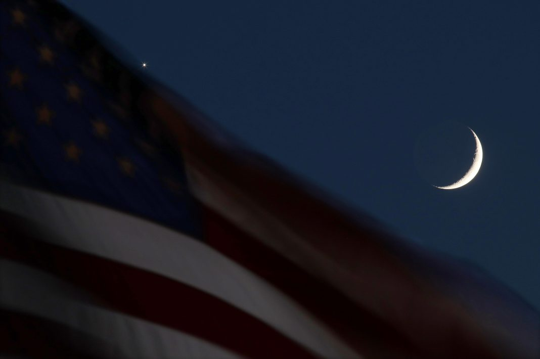 Crescent Moon To 'Eat' Venus As Mercury Reverses: What's Going On In The Night Sky This Friday?