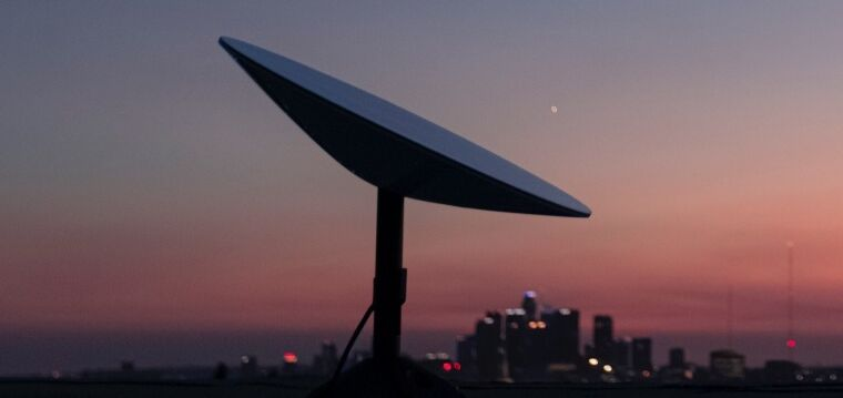 SpaceX seeks FCC broadband funds, must prove it can deliver sub-100ms latency