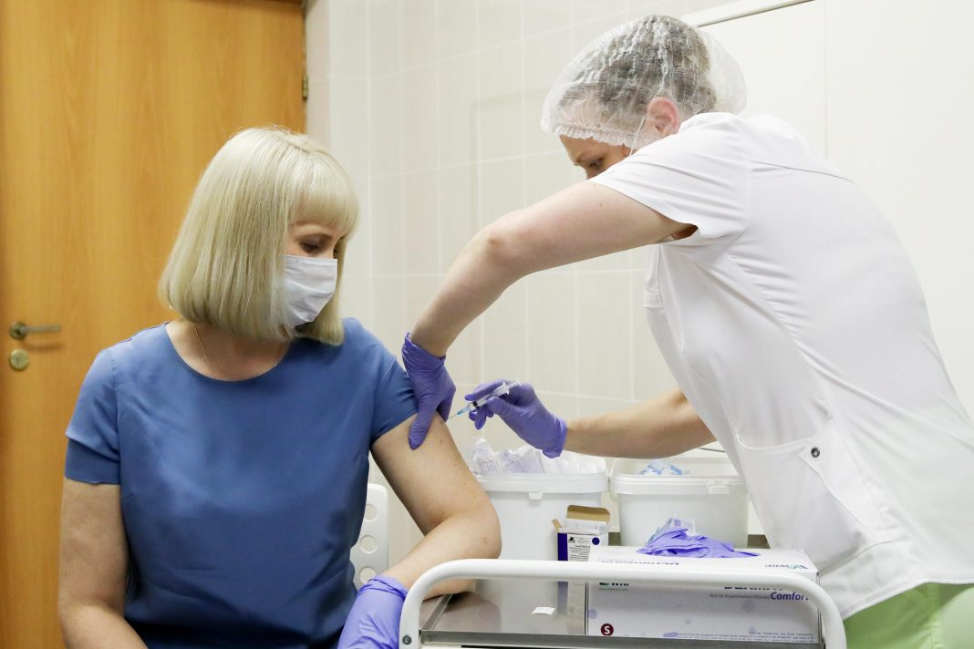 International Scientists Skeptical Of Data In Russian Covid-19 Vaccine Trial