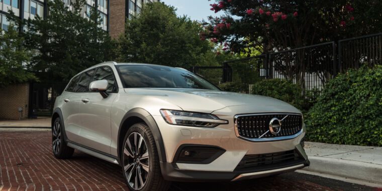 The 2020 Volvo V60 Cross Country: How to ruin a station wagon