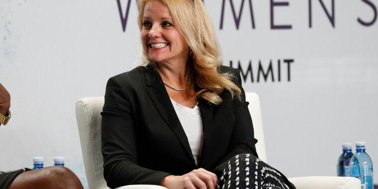 Gwynne Shotwell talks about selling flight-proven rockets, Starship