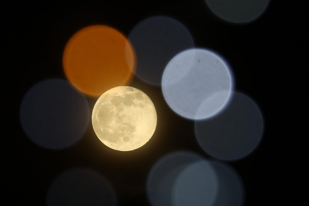 This Weekend's Full 'Snow Moon' Will Split North America In Two And Spark A 'Lantern Festival' In Asia