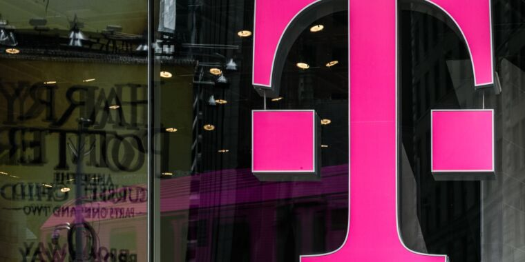 """""""We knew T-Mobile couldn't be trusted,"""" union says after 5,000 job cuts"""