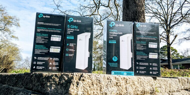 Point-to-point Wi-Fi bridging between buildings—the cheap and easy way