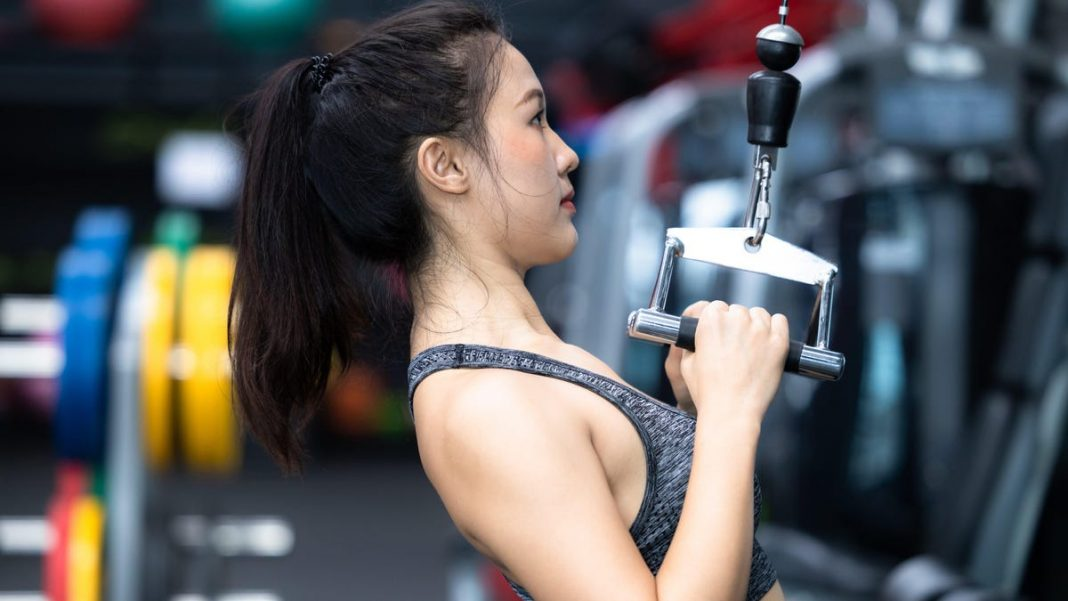How to Use All Those Weird Cable Attachments at the Gym